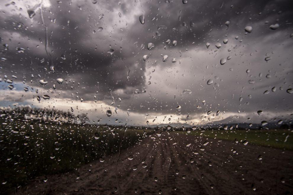 lluvia-camino-tierra-990x660